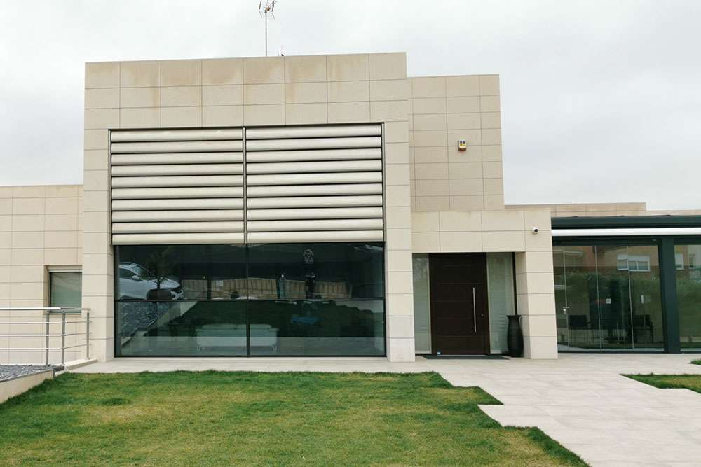 obra-nueva-vivienda-ventanales