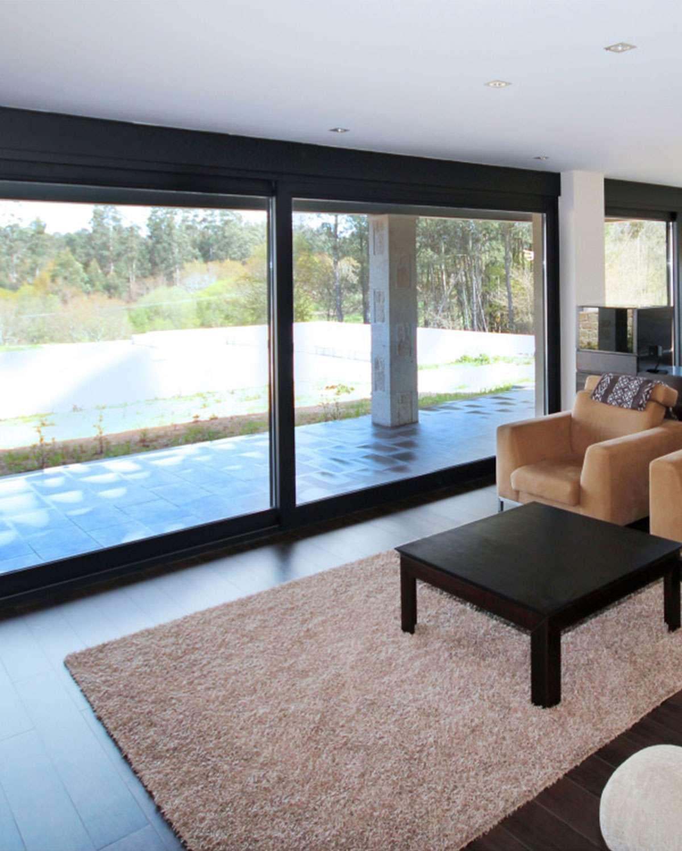ventanal-aluminio-negro-4600-elevable